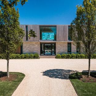 Ispirazione per la facciata di una casa unifamiliare grande beige contemporanea a due piani con tetto piano e rivestimenti misti