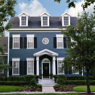 Ispirazione per la facciata di una casa unifamiliare grande blu classica a tre o più piani con copertura a scandole e rivestimento in vinile