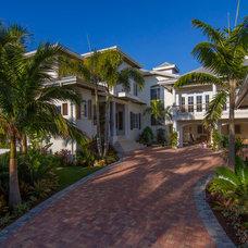 Tropical Exterior by Modus Custom Residences