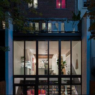 Diseño de fachada actual de tres plantas