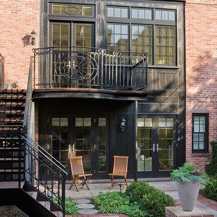 Diseño de fachada de casa pareada clásica con revestimiento de ladrillo