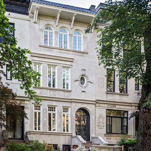 Modelo de fachada de casa pareada gris, bohemia, de tres plantas