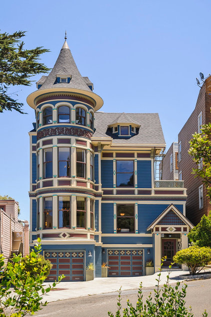 Roots of style queen anne homes present regal details for Victorian traditional homes