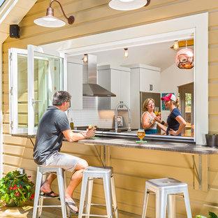 Kleines, Einstöckiges, Braunes Shabby-Look Haus mit Holzfassade und Satteldach in Atlanta