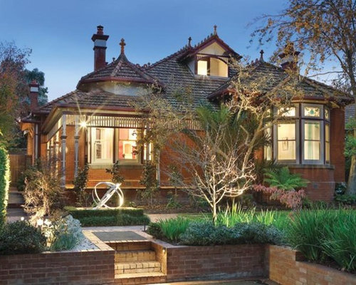 Example Of A Classic Exterior Home Design In Melbourne