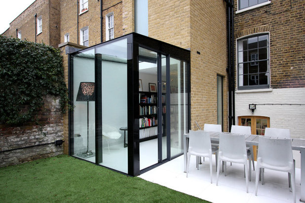 Modern Exterior by IQ Glass UK