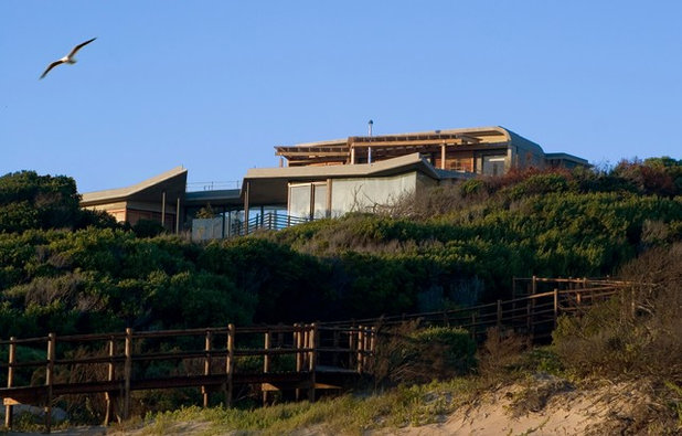 Beach Style Exterior by paul oosthuizen architects