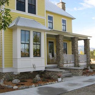 Свежая идея для дизайна: деревянный дом в викторианском стиле - отличное фото интерьера