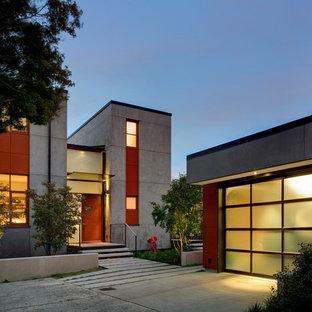 Idee per la facciata di una casa grigia contemporanea a due piani di medie dimensioni con rivestimento in cemento e tetto piano
