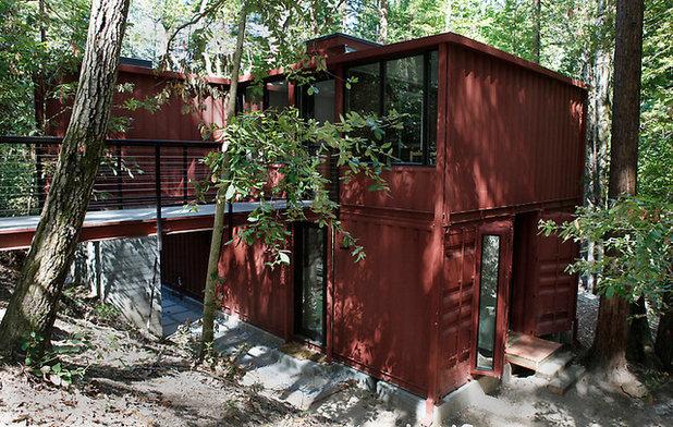 Moderne Façade by R.A.D. Design-Build