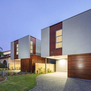 Diseño de fachada gris, moderna, de tamaño medio, de dos plantas, con revestimiento de hormigón