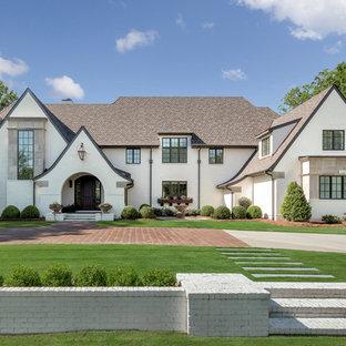 シャーロットのトラディショナルスタイルのおしゃれな家の外観 (レンガサイディング、戸建、板屋根) の写真