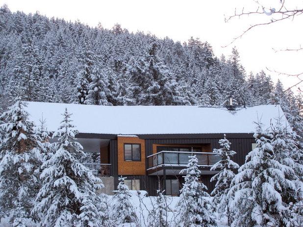 Modern Exterior by SMPL Design Studio