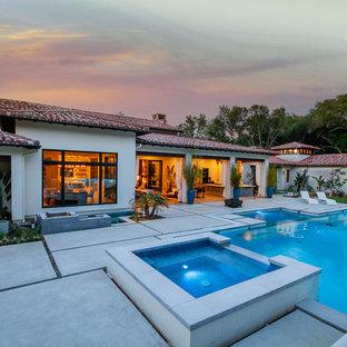 Geräumiges, Weißes, Einstöckiges Mediterranes Einfamilienhaus mit Putzfassade, Ziegeldach und Walmdach in Sacramento