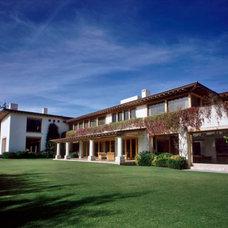 Contemporary Exterior by JR Arquitectos