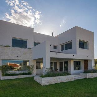 Ispirazione per la facciata di una casa bianca contemporanea a due piani