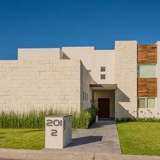 Contemporary Exterior by VEGA VEGA ARQUITECTOS