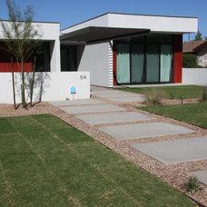 Modern Exterior by Boxwell Southwest, LLC