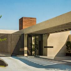 Modern Exterior by Pozas Arquitectos