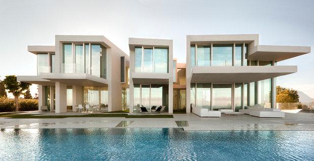 Современный Фасад дома by Ramón Esteve Estudio