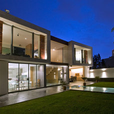 Contemporary Exterior by Serrano Monjaraz Arquitectos