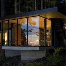 Modern Exterior by MW|Works Architecture+Design