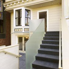 Modern Staircase by Schwartz and Architecture