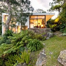 Modern Exterior by Porebski Architects