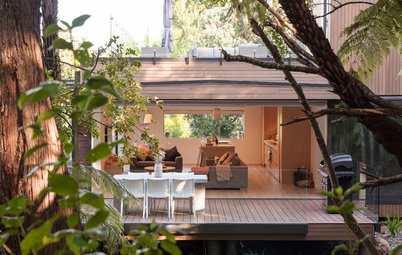 Houzz Tour: A Glass-and-Cedar Bush Retreat on the City Fringe