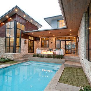На фото: дом в современном стиле с облицовкой из камня