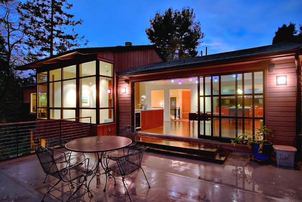 Contemporary Exterior by Michael Knowles, Architect