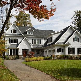 ワシントンD.C.のトラディショナルスタイルのおしゃれな家の外観 (混合材サイディング、切妻屋根、戸建、板屋根) の写真