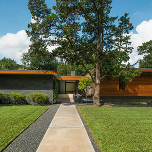 Midcentury modern multicolored one-story mixed siding house exterior photo in Dallas with a shed roof