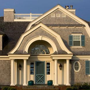 ボストンの中くらいのヴィクトリアン調のおしゃれな家の外観 (木材サイディング) の写真