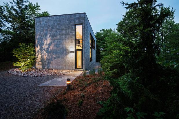 Modern Fasad by Kariouk Associates