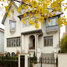 Traditional Exterior by Gensburg Toniolo Harting Architects