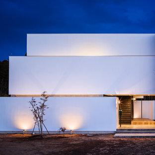 Неиссякаемый источник вдохновения для домашнего уюта: трехэтажный фасад дома белого цвета в современном стиле с плоской крышей