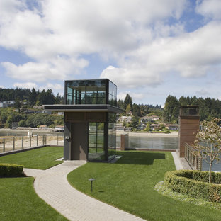 Diseño de fachada contemporánea, pequeña, con revestimiento de vidrio