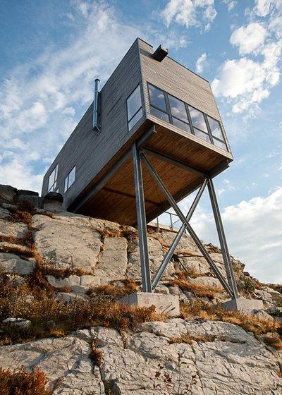 Современный Фасад дома by MacKay-Lyons Sweetapple Architects Limited
