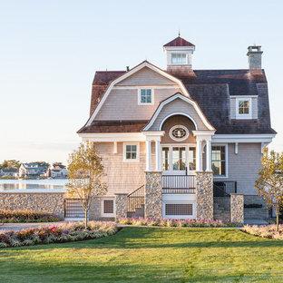 Ejemplo de fachada gris, marinera, pequeña, de dos plantas, con revestimiento de madera, tejado a doble faldón y tejado de varios materiales