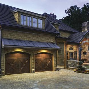 Esempio della facciata di una casa american style a due piani