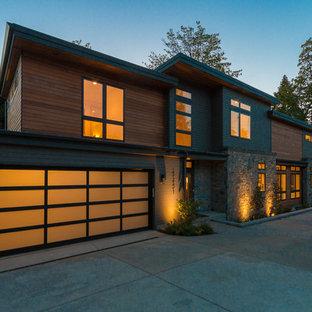Großes, Dreistöckiges, Braunes Modernes Haus mit Lehmfassade und Flachdach in Seattle