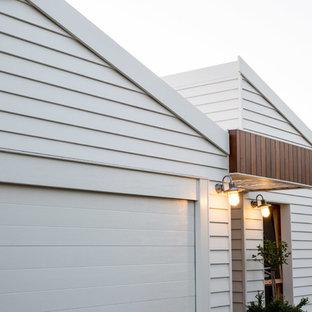 Modelo de fachada actual con revestimiento de aglomerado de cemento