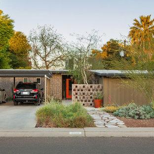 Идея дизайна: фасад дома среднего размера в стиле ретро