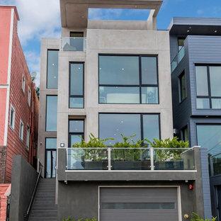 Свежая идея для дизайна: большой, четырехэтажный, серый дом в современном стиле с облицовкой из цементной штукатурки и плоской крышей - отличное фото интерьера