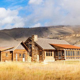 Inspiration för mellanstora rustika hus