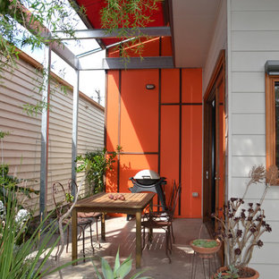 Example of an eclectic one-story concrete fiberboard exterior home design in Melbourne