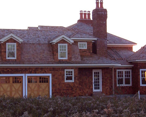Traditional two story gambrel roof home design ideas for Clear story roof design