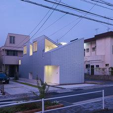 Modern Exterior by Tomohiro Hata Architects & Associates