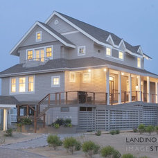Beach Style Exterior by Fresh Architect